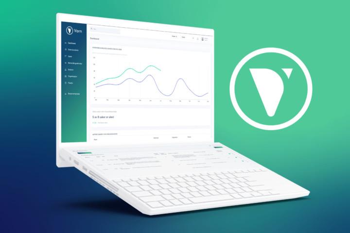 Bilde av laptop med et skjermbilde av dashboardet til VARN.